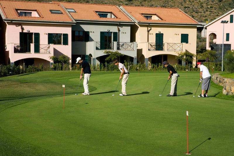 Golf school in Castellaro 45 minutes drive from Solaria 3