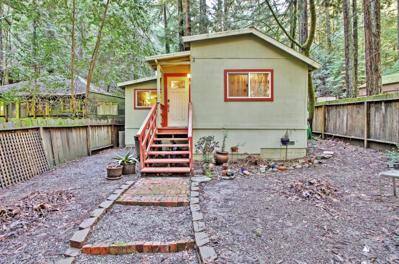 Quiet Cottage w/ Redwood Forest Views & Fire Pit!, vacation rental in Duncans Mills