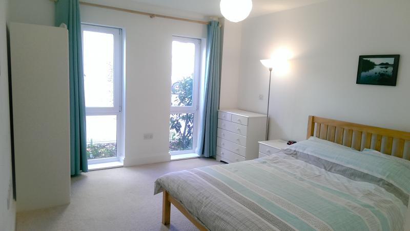 Cornerview Apartment Cambridge Has Central Heating and Wi ...