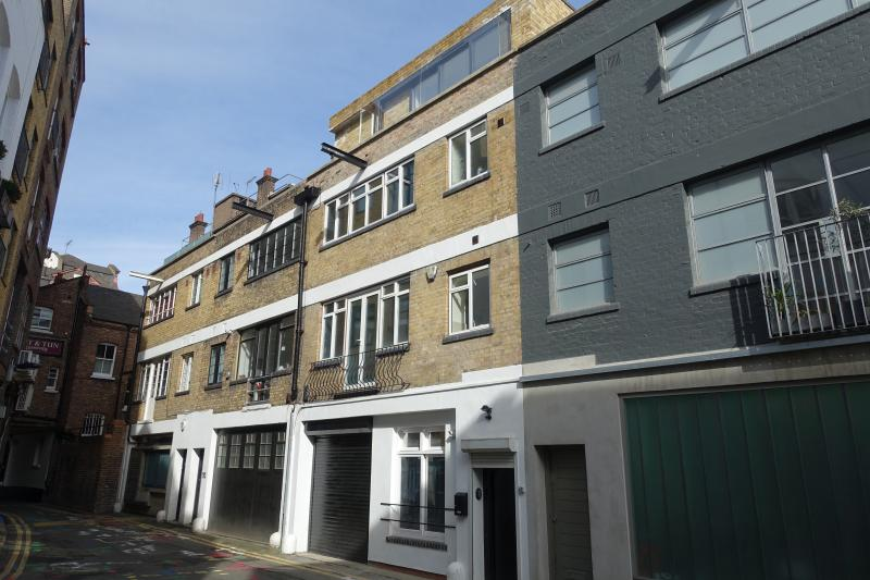 Loft-Style Living In Farringdon - 3 Bedroom House With 2 Bathrooms – semesterbostad i London