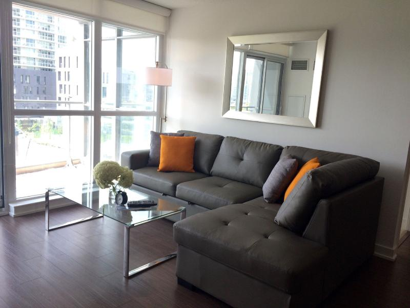 Executive 3bedroom&3bath luxury by CN tower, holiday rental in Toronto