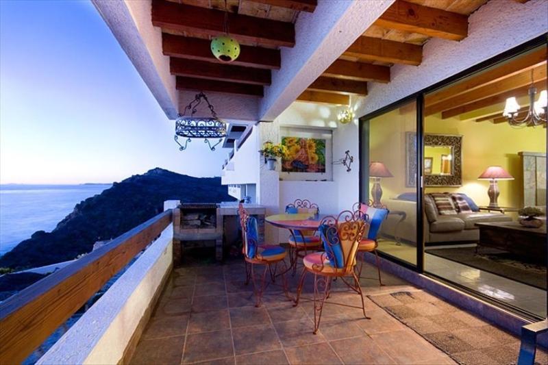 Beautiful Ocean front condo breath taking views, vacation rental in Tecate