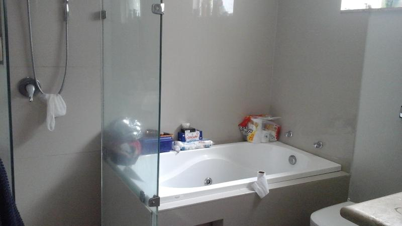 En-suite to main bedroom - separate bath with spa jets, shower adjoining