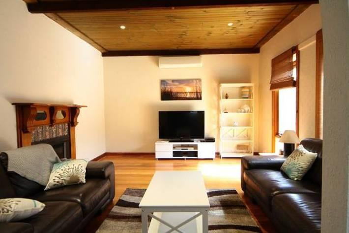 Sandy Feet 'Home Away From Home'  FREE WIFI, holiday rental in Mt Eliza