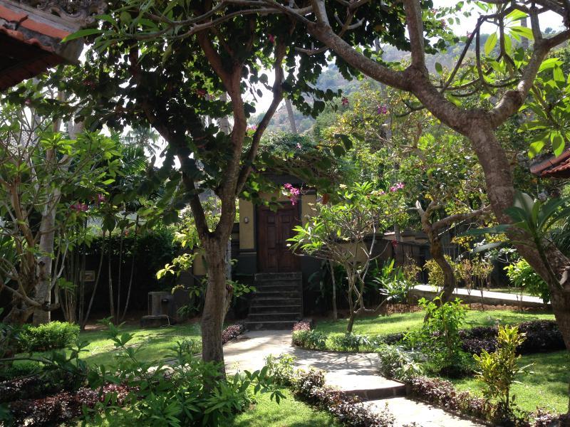 exuberante jardim cumprimenta-lo na chegada