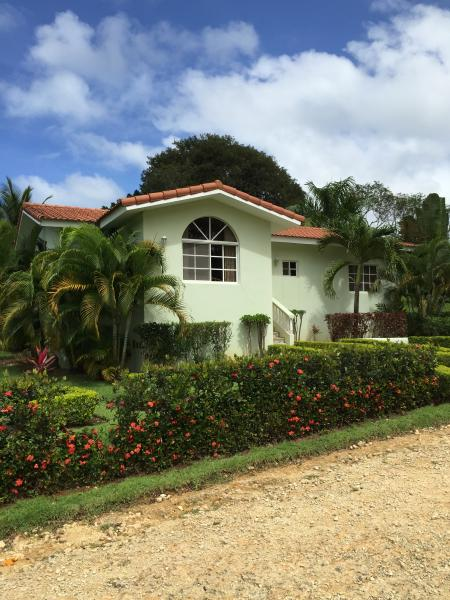 VillaTracey! Sosua 3 BR Private Pool Wifi Cable Maid, Close to Town & Beach #156, vacation rental in Sosua