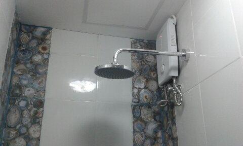 hot/cold shower