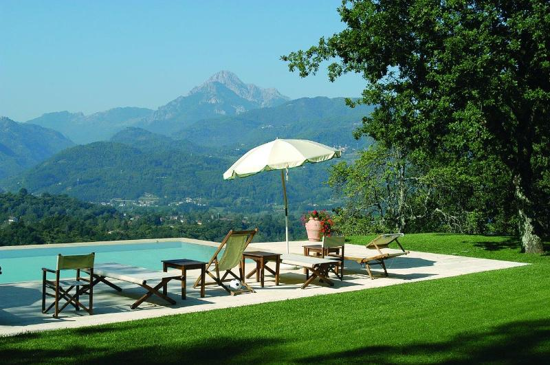 Casa and Capanna Del Rosso, private pool, Close to Barga, chef option, WIFI, vacation rental in Barga