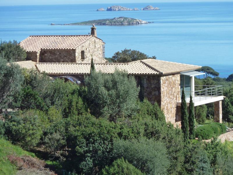 LUXURY VILLA IN A STUNNING LOCATION - PALOMBAGGIA BEACH - PORTO VECCCHIO CORSICA, location de vacances à Corse