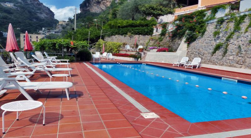 01 Violetta shared pool area