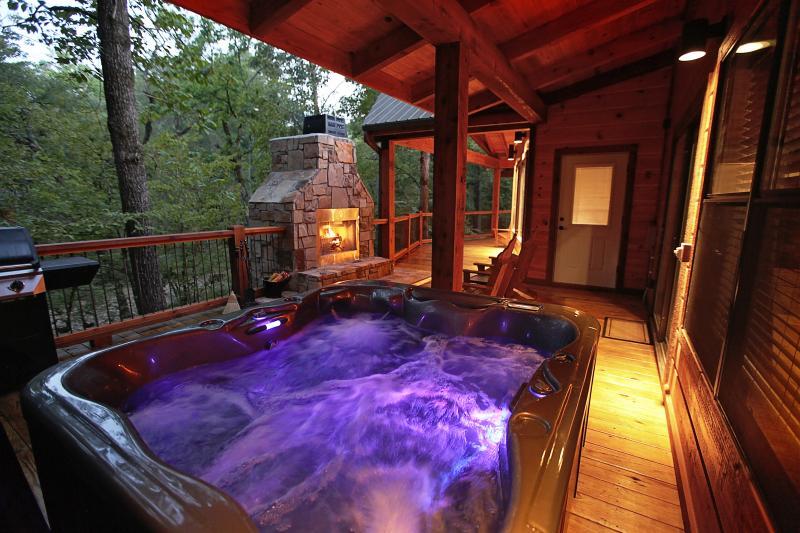 Sunset Creek Spa Cabin - Spa Amenities (Sleeps 4), vacation rental in Broken Bow