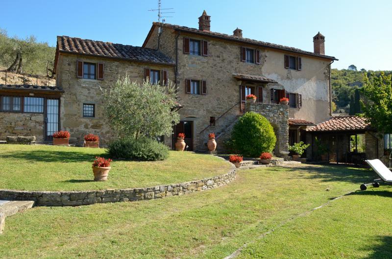 Eugenio, charming hill Villa (13 people), vacation rental in Piazzano