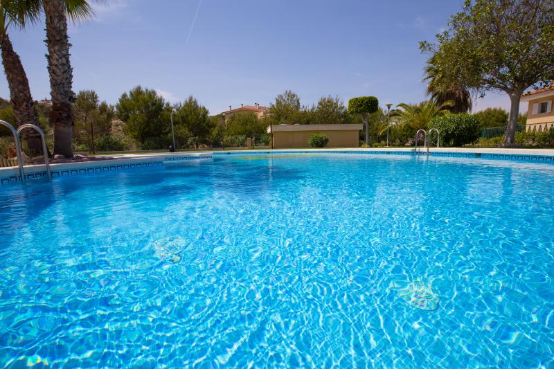 piscinas para adultos y niños / swimmingpool for adults and childrens