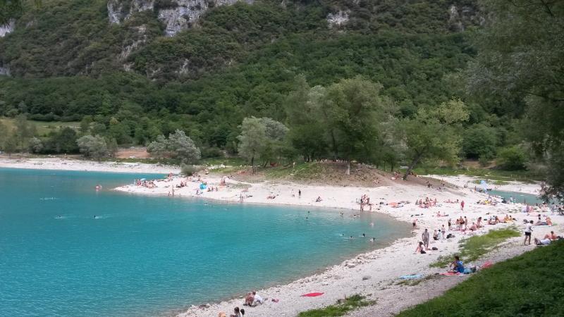 Il mitico e naturale Lago di Tenno a 20 minuti di macchina dalla casa 'La Guarda'