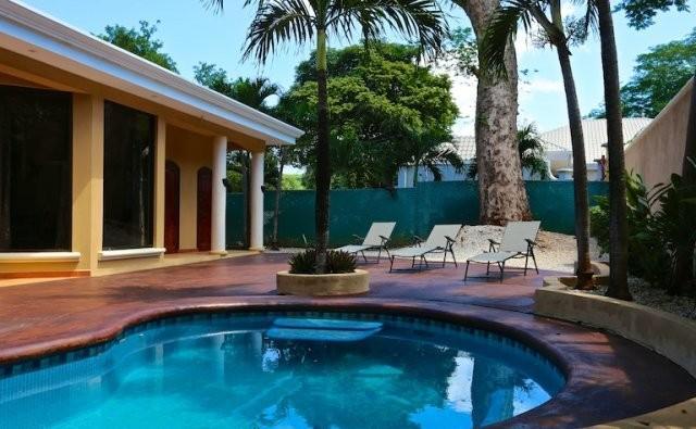 Villa La canta Rana, private Oasis!, alquiler de vacaciones en Artola