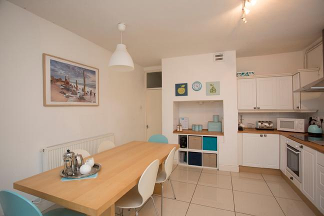 Duplex Apartment with parking near Cardiff Castle & Stadium, holiday rental in Cardiff