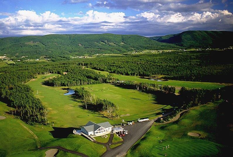 Le Portage 18 Hole Golf Course (10 minutes away)