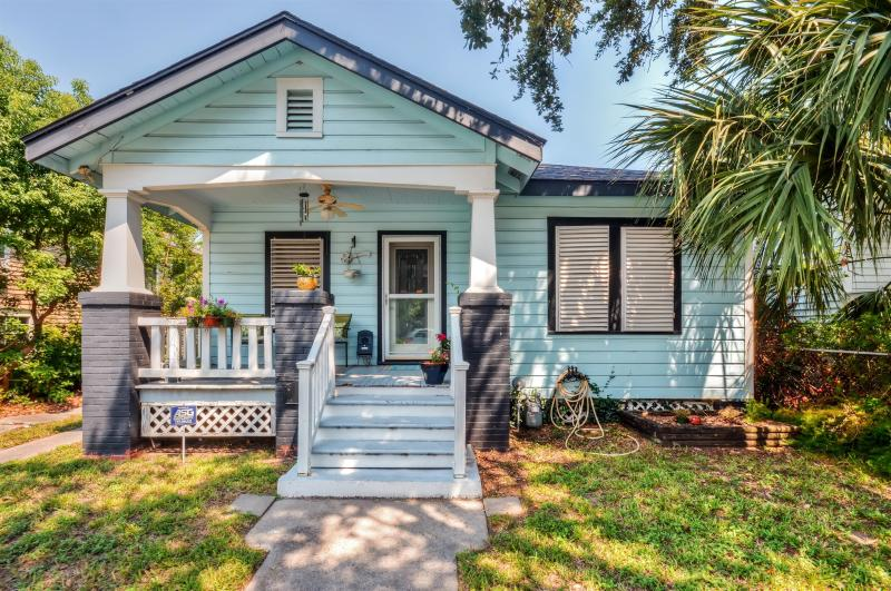 Let this precious Galveston vacation rental house serve as your ultimate home base on the sunny Texas Gulf Coast!