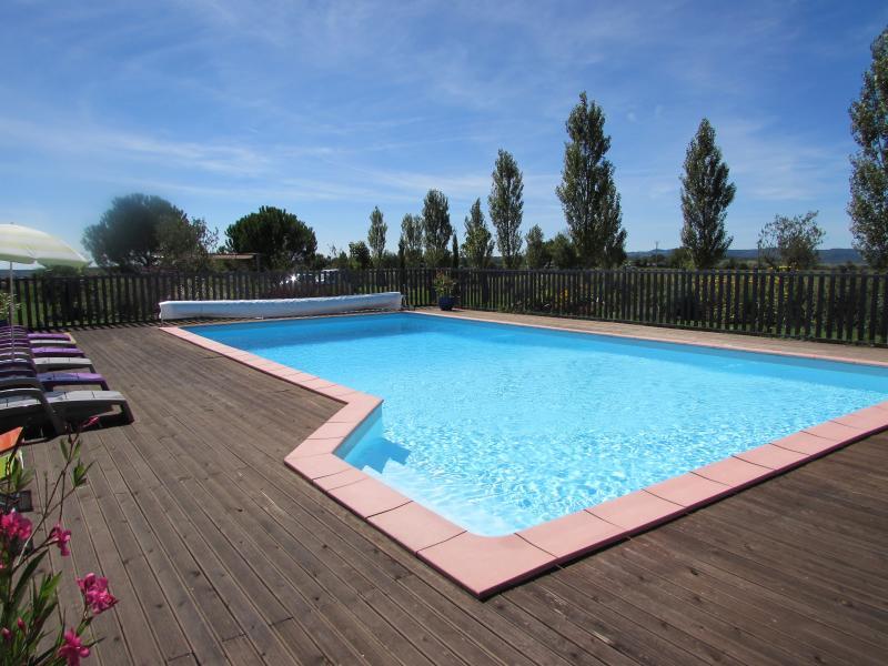 La propriété dispose d'une belle piscine (6x12) dont l'accès et sécurisé.