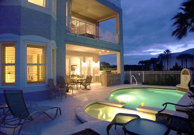 The Cinnamon Beach House Pool Oasis, a Retreat Day or Night