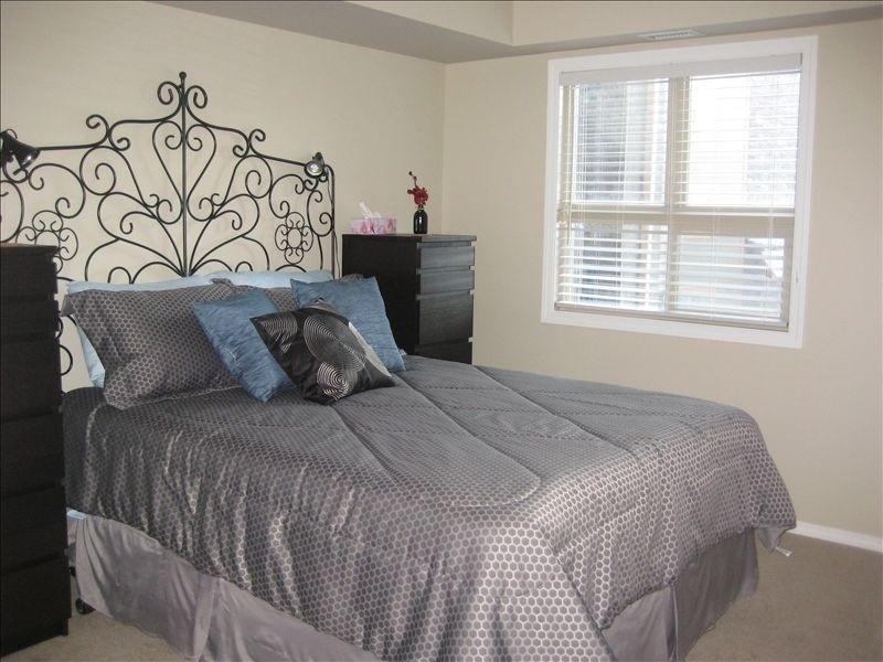 Second guest room with comfortable queen bed