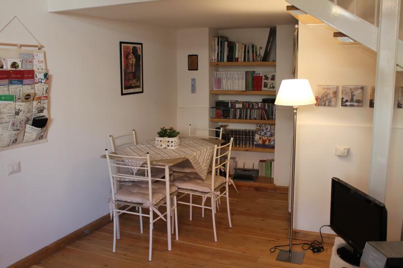 Loft con soppalco: area soggiorno.