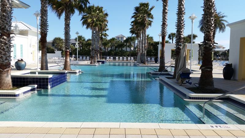 Water lovers dream!! 4 gorgeous pools On 30A, location de vacances à Ebro