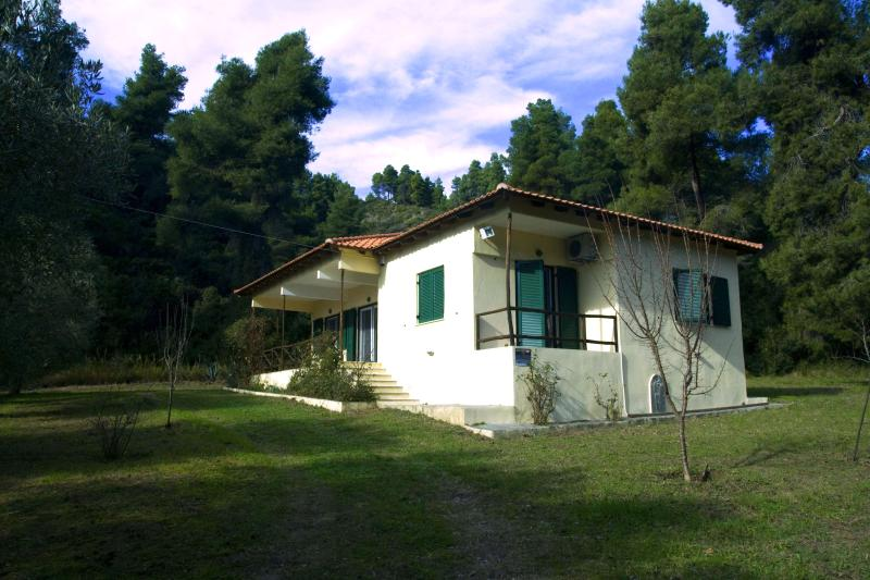 Pine Tree Cottage, vacation rental in Kassandrino