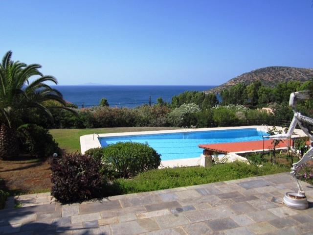 Alluring villa with pool - very close to the beach, holiday rental in Palaia Fokaia