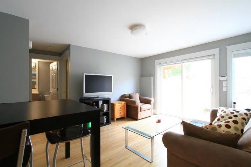 Oakridge Canada Line-BRAND NEW Q E  garden suite, holiday rental in Caulfeild