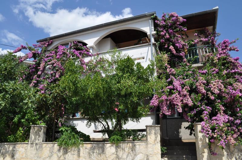 Apartments Petar Maksan, location de vacances à Pakostane
