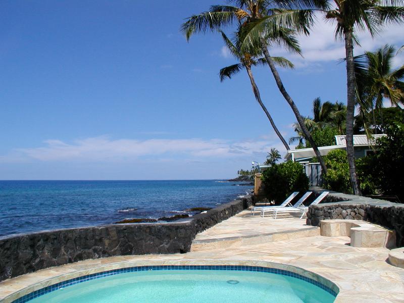 Honu Kai Hale - Oceanfront home on Kahala'u bay where the ocean is your backyard!  Live aloha!