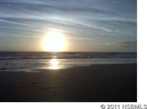 Miles di bella spiaggia. Guarda il tramonto.
