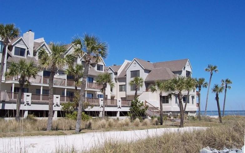 644 Newhaven - Right On The Beach - Pool & Restaurant Just Steps Away!