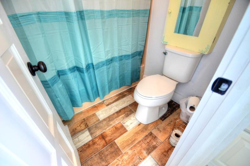 2nd master bedroom bath