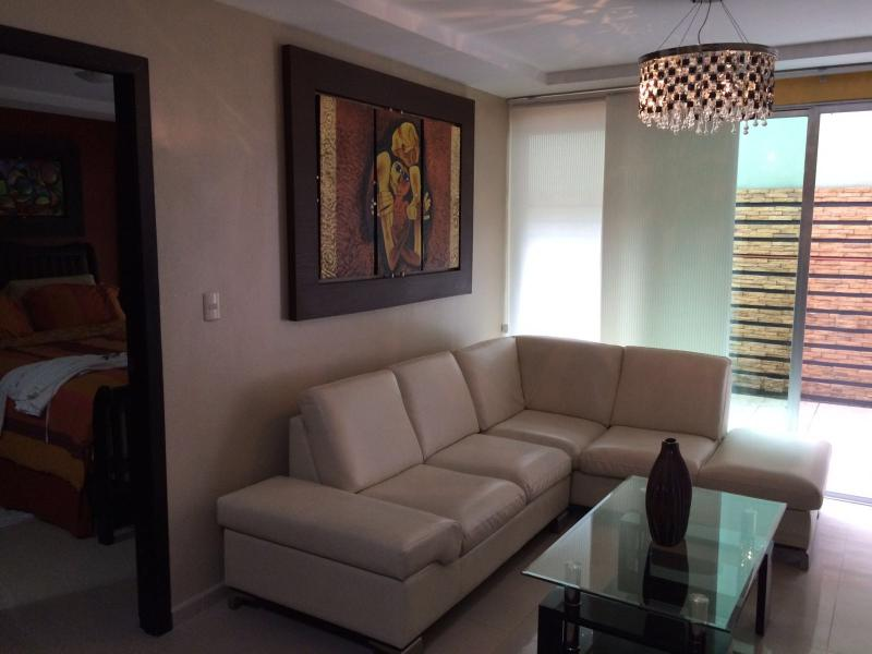 Executive 2 Bedroom Condo in Alborada Area, alquiler de vacaciones en Samborondon