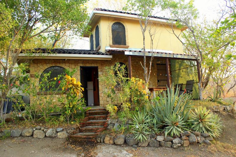 Romantic hillside cottage- great sunset ocean view – semesterbostad i Las Catalinas