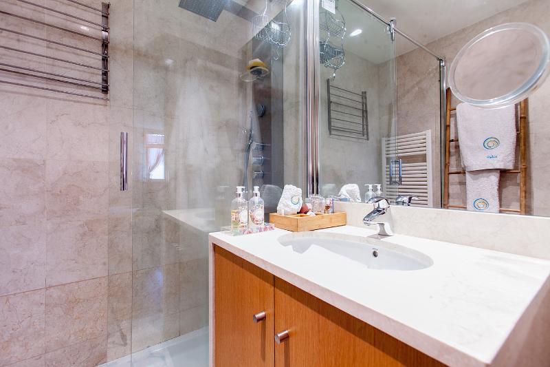 Ensuite Queen Bathroom