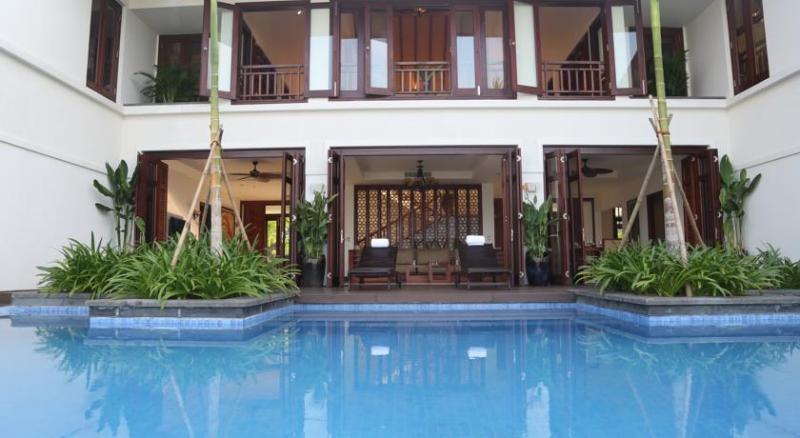 Beachfront Luxury Villa 4BR, vacation rental in Da Nang
