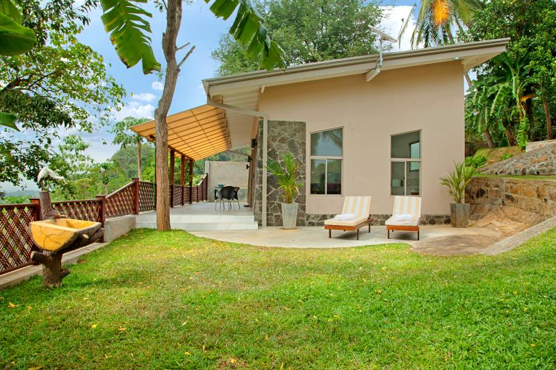 Your purpose built,modern holiday home above Unawatuna