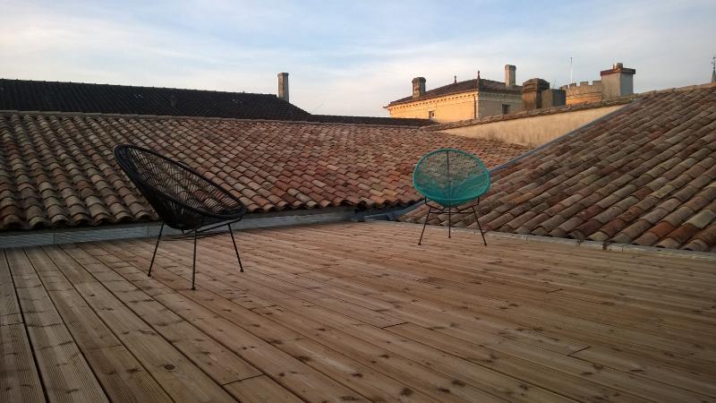 solarium du Pey'Cottage au milieu des toits