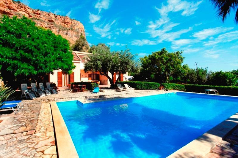 Villa with pool in Scopello, holiday rental in Castellammare del Golfo