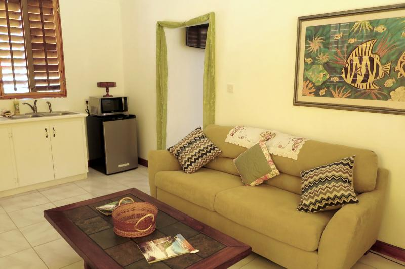 CarRod`s Cottages / Oleander, holiday rental in Soufriere