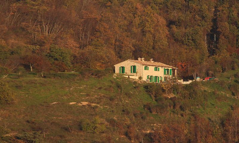 Eingebettet in die Landschaft des Naturparks Gola del Furlo das ist Ca' Ceccarone