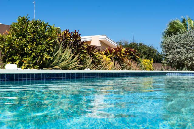 Tropical Breeze Apartments, location de vacances à Santa Catharina