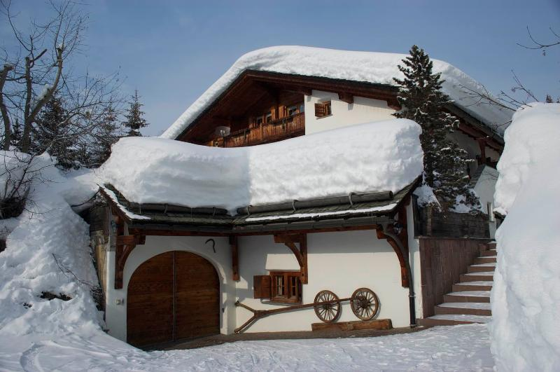 Chalet Runca First Floor Apartment, vacation rental in Langwies