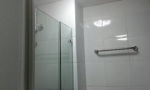 Shower Hot/Cold Water