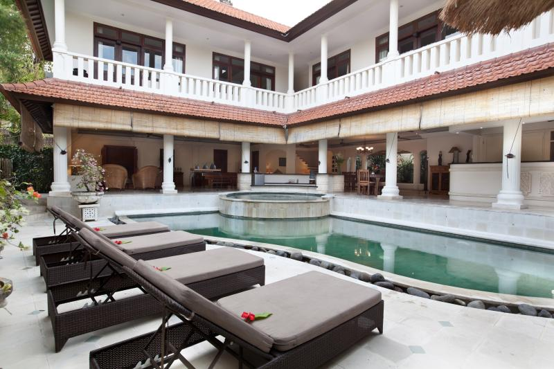 4 bed private pool view