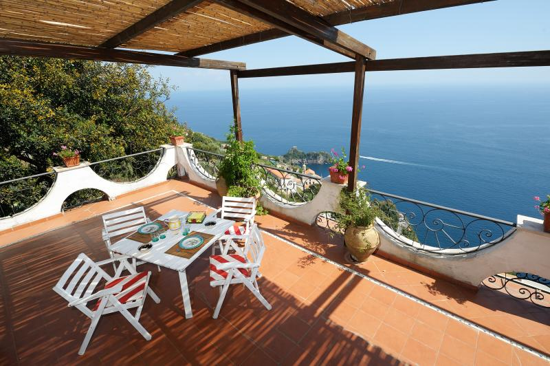 Brezza di Mare with terrace and sea view, Ferienwohnung in Conca dei Marini