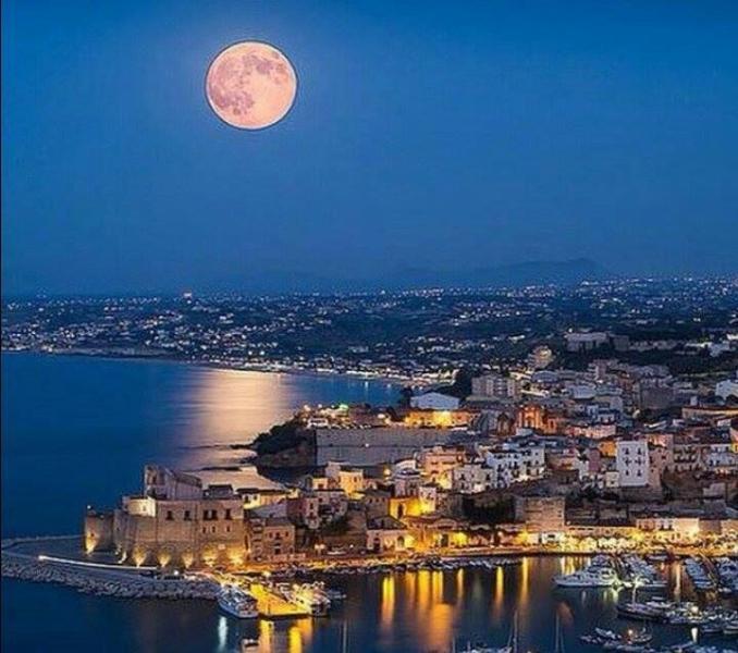 Castellammare del Golfo in the night